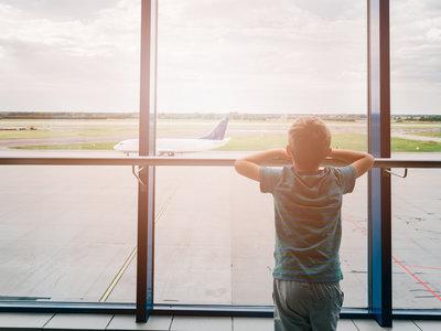 """Dejan en tierra a un niño de diez años por """"overbooking"""" en un vuelo de Air Canada"""