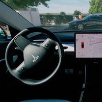 Tesla mejora la función que permite a sus coches salir solos del aparcamiento, pero con algún que otro susto