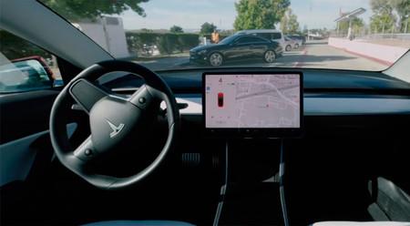 Tesla estrena el nuevo modo Smart Summon