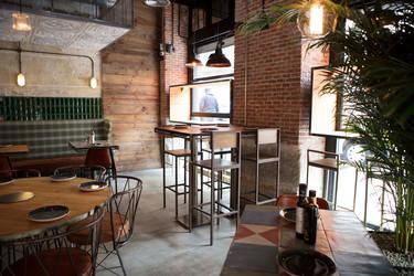Sencillo y amplio, Grosso Napoletano es un espacio industrial en el que tomar la mejor pizza