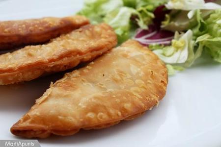 Empanadillas de cebolla, jamón y pollo. Receta