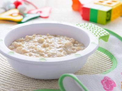 Papillas de cereales para bebés, cargadas de azúcares