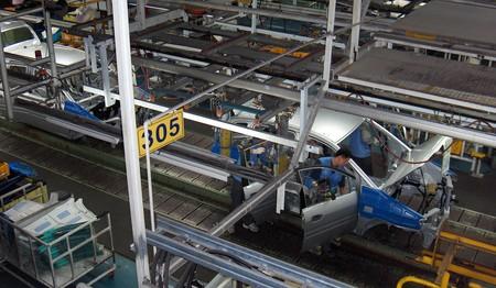 Los fabricantes de coches prolongan hasta marzo el cierre de fábricas en China por el coronavirus de Wuhan