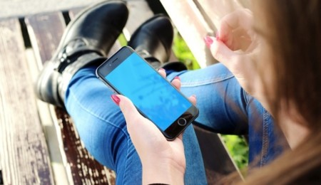 Un tercio de las adolescentes se ha visto obligado a bloquear a un acosador online, pero parece que el problema va más allá