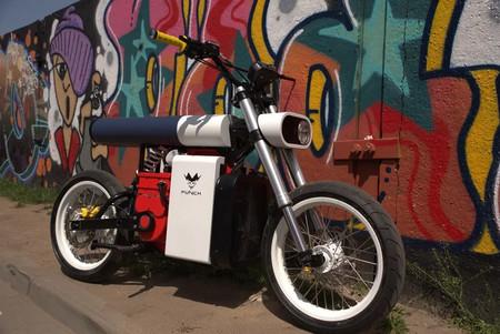 Así es la arriesgada moto eléctrica de Punch: tendrá versión sin carnet, llegará a Europa en 2022 y costará menos de 7.000 euros