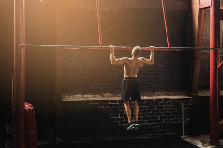 Tres ejercicios que te ayudan a conseguir hacer las pull ups de CrossFit