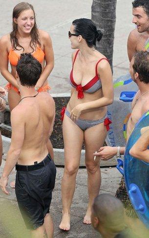 Vacaciones verano 2010: las celebrities se van a la playa, sus estilos más sexys en bikini. Katy Perry
