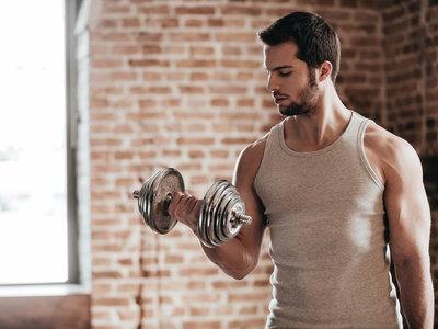 ¿Para marcar el cuerpo hay que prescindir del cardio y hacer más pesas?