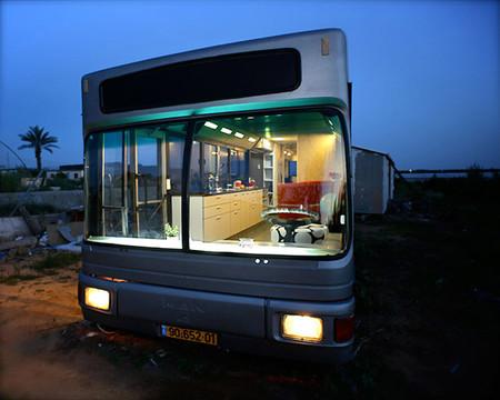 Antes y después: un viejo autobús transformado en una preciosa casa