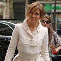 Jennifer López sofistica su estilo en París...o no: todos los looks de la diva latina