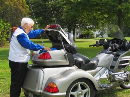 Miriam Laisure Anciana Moto 6