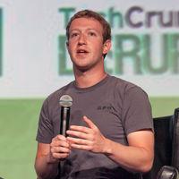 """Zuckerberg contraataca a Tim Cook por su crítica a Facebook: es """"extremadamente simplista"""""""