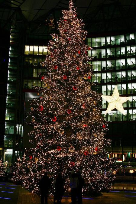 800px Christmas Tree On The Potsdamer Platz (sony Center) In Berlin, Germany