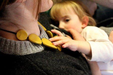 La lactancia materna no protege igual a niños y niñas