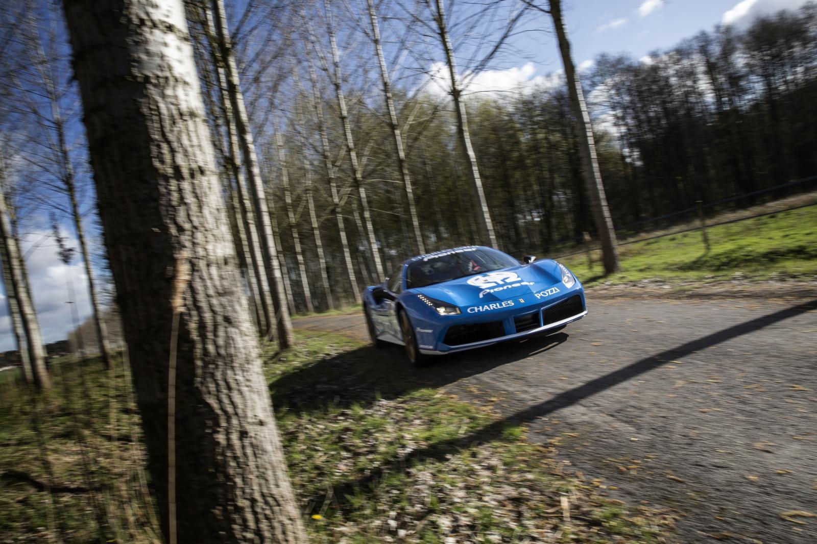 Foto de Ferrari 488 GTB Tailor Made (14/25)