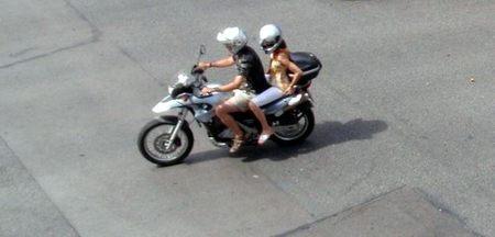 En verano también es necesario equiparse para ir en moto