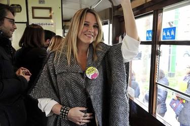 """""""¿Puedo sentarme?"""" campaña para que dejen el asiento a las embarazadas en los transportes públicos de Milán"""