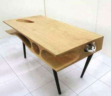 ¿Una buena idea? CATable, mesa de comedor perfecta para jugar con el gato