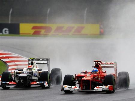 El adelantamiento de Fernando Alonso a Sergio Pérez en el GP de Malasia