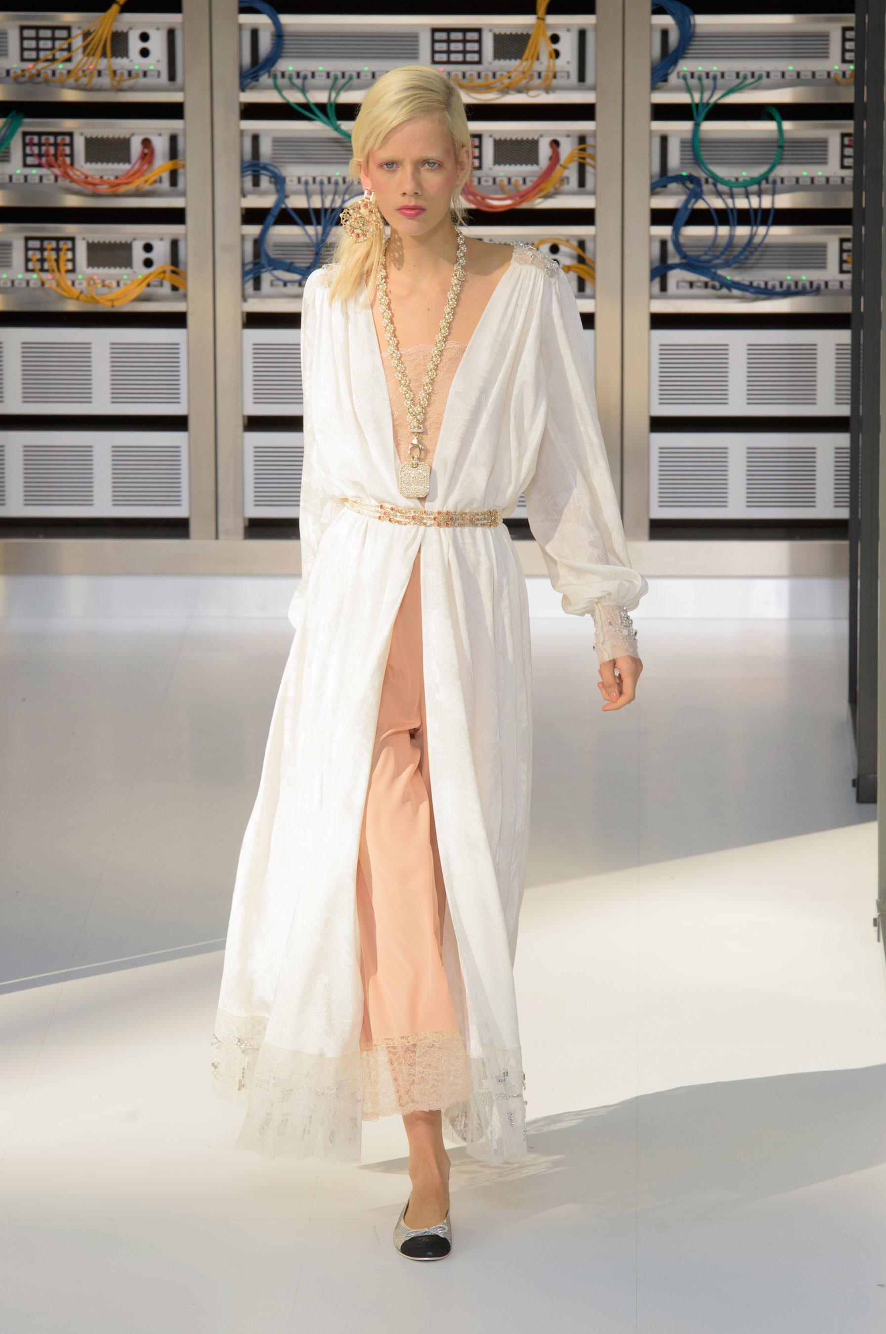 Foto de El regreso al futuro de Chanel en su colección Primavera-Verano 2017 (89/96)