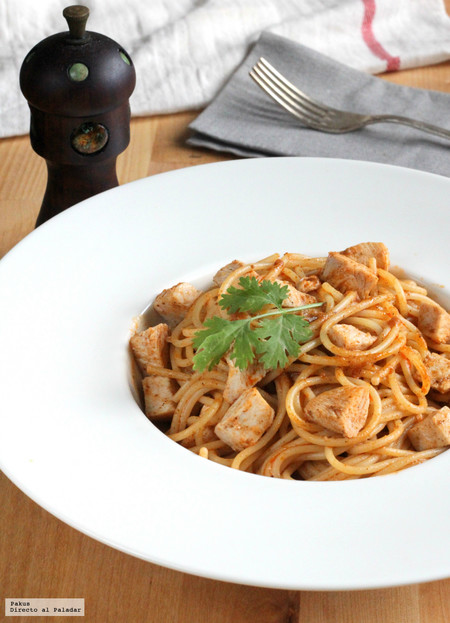 Receta de espaguetis con salsa de pollo al mojo picón