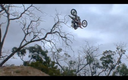 Mark Monea culmina el primer front flip 360