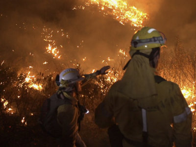 'La vida en llamas' nos lleva a primera línea de la lucha contra los incendios forestales