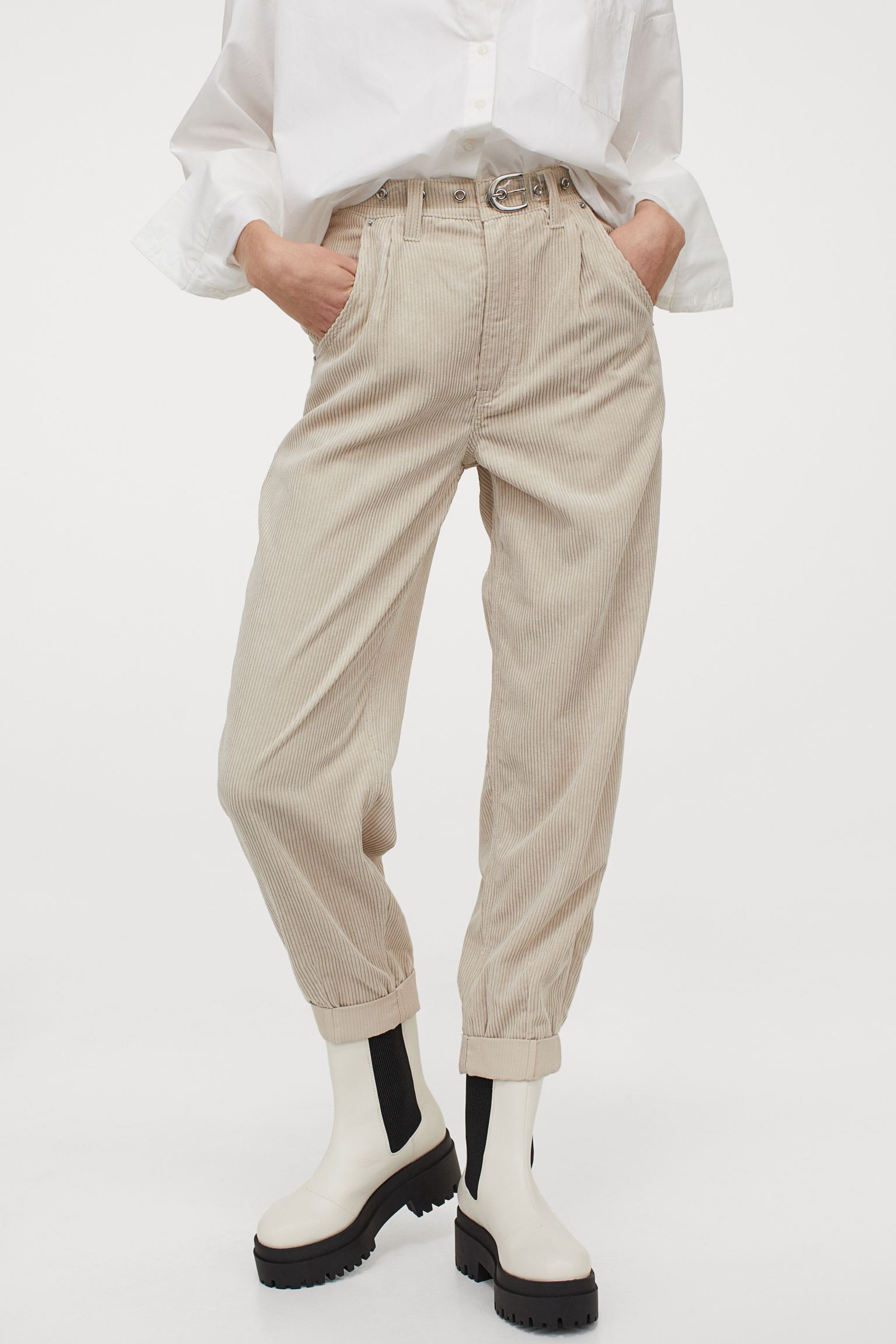 Pantalón de pana con hebilla