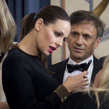Eva González presume de embarazo con un look de noche impecable