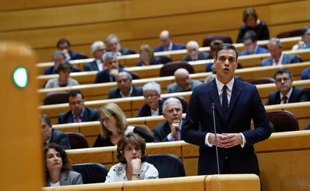 Pedro Sánchez quiere incluir la igualdad de hombres y mujeres en la Constitución. Pero ya aparece