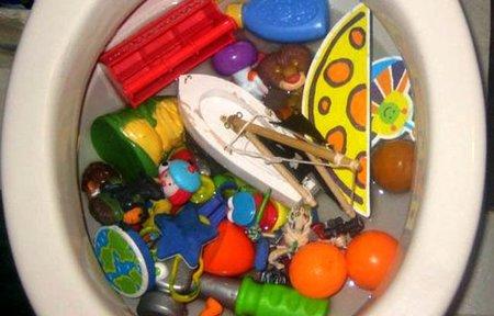 8-los-juguetes-en-el-wc.jpg