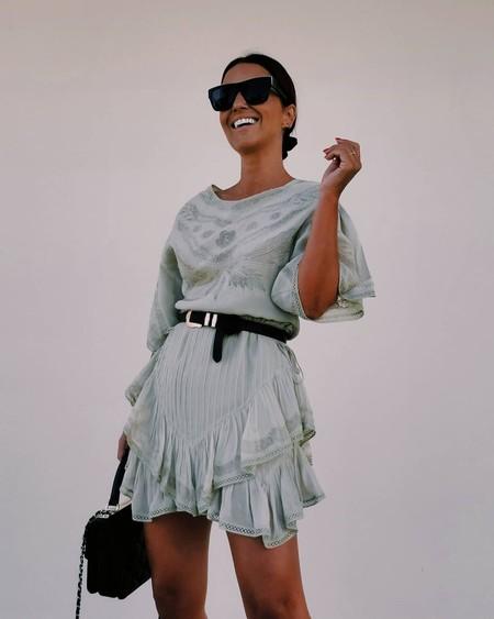 Nos enamoramos del precioso vestido de Paula Echevarría que queda de muerte con botines para entretiempo