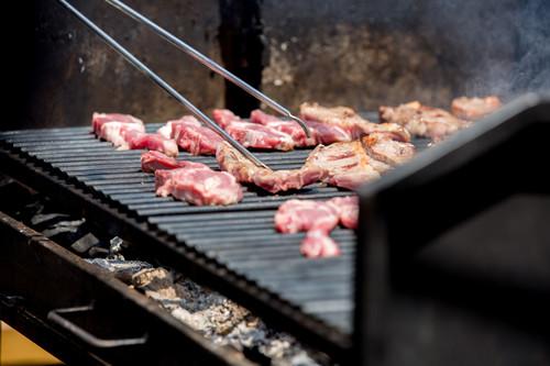 Ocho económicos y poco utilizados cortes de carne que llevarán tus barbacoas a una nueva dimensión