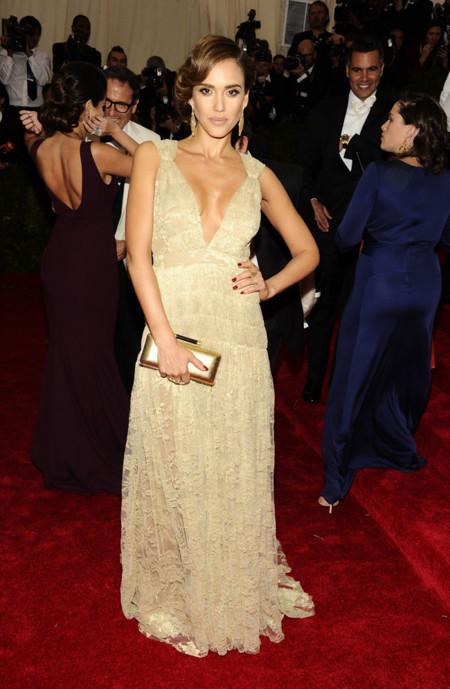 Jessica Alba apuesta por Diane von Furstenberg en la Gala del MET 2014