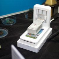 Esta impresora 3D utiliza el móvil para fraguar la resina y abaratar costes