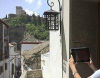 La tecnología NFC y el turismo se cruzan a los pies de la Alhambra