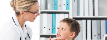Mi hijo tiene miedo de ir al pediatra o al hospital: siete consejos que pueden ayudarle a llevarlo mejor