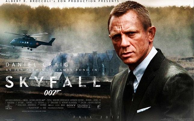 Imagen con el cartel de 'Skyfall'