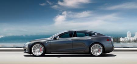 El próximo Tesla Model S se aproxima a los 500 kilómetros de autonomía, como le gusta a Mercedes