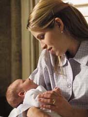¿Estás estresada si acunas a tu bebé con el brazo derecho?