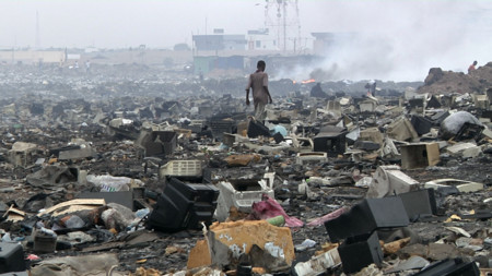 Así luce el mayor vertedero de desechos electrónicos de África Occidental