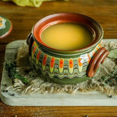 Los secretos para conseguir un caldo de pollo ligero y sin grasa, pero con mucho sabor: nueve recetas en las que utilizarlo