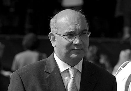 Un parlamentario británico se acerca a las extremistas tesis de Rubalcaba sobre Internet