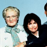 'Señora Doubtfire': Chris Columbus asegura que existe una versión para adultos de la querida comedia con Robin Williams
