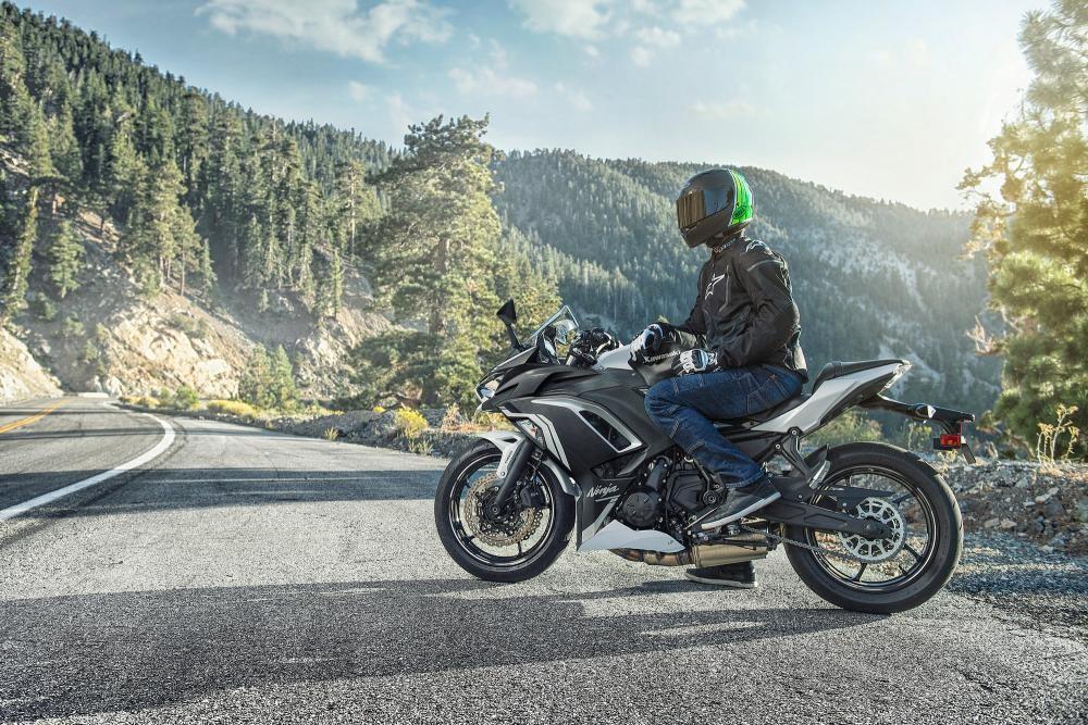 La Kawasaki Ninja 650 2020 se actualiza lo justo para ser una moto más cómoda, deportiva y tecnológica