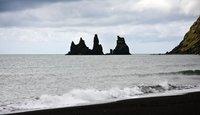Las playas de arena negra y los Reynisdrangur de Vík (Islandia)