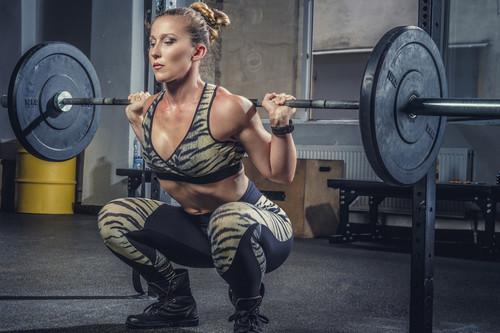 Levanta más peso en tu sentadilla: las claves que te ayudan a progresar