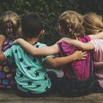 Han vuelto a mezclar las clases en el cole de mi hijo: ¿es bueno para los niños?