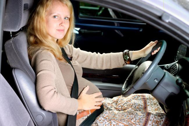 embarazada-conduciendo