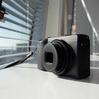 Ricoh GR III, la nueva generación de ultracompacta con sensor APS-C perfecta para la fotografía de calle